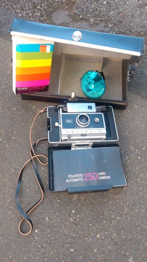 Polaroid Automatic 250 Land Camera for Sale in Tacoma, WA