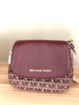 Michael kors crossbody bag for Sale in Stockton, CA