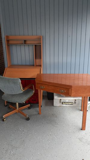 Computer chair computer desk in a Kona computer table for Sale in Kenner, LA