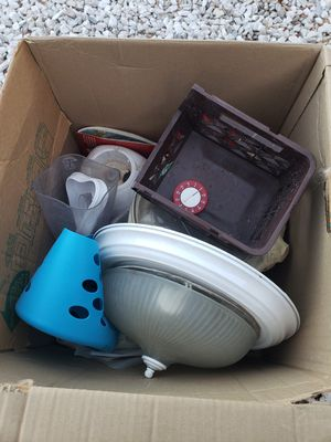 Misc household items and some clothed for Sale in Hemet, CA
