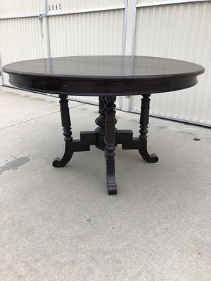 Vintage Round Walnut Table for Sale in Fresno, CA