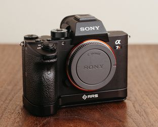 Sony a7riii (includes Base Plate) Mirrorless Camera for Sale in Portland,  OR