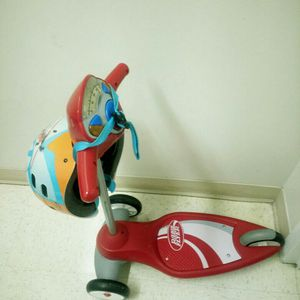 Radio Flyer kids scooter with helmet for Sale in Rockville, MD