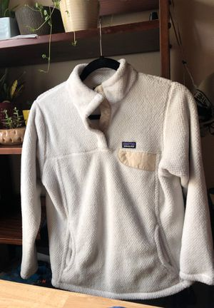 White Patagonia jacket fits like women's xs for Sale in Fresno, CA