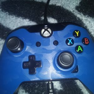WORKING WELL Wired XBOX1 CONTROLLER BLUE CAMO for Sale in Boring, OR