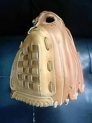 1250 softball baseball glove mitt $25 for Sale in San Leandro, CA