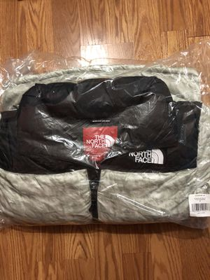 Supreme x the north face jacket size M for Sale in Monterey Park, CA