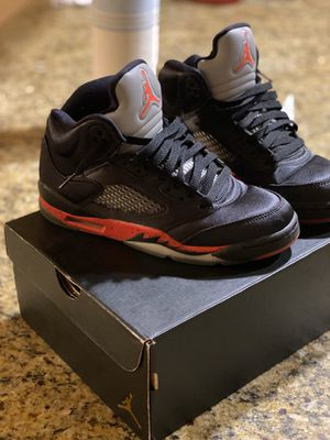 Jordan 5s grade school size 5.5 for Sale in Sacramento, CA