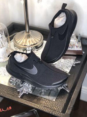 Nike runners size 10.5 for Sale in Dallas, TX