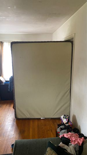Queen size box spring for Sale in Fort Washington, MD