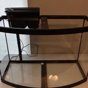 36 Gallon Bow Front Fish Tank for Sale in Las Vegas, NV