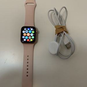 Apple Watch Series 5 Cellular And Gps 40mm for Sale in Westland, MI