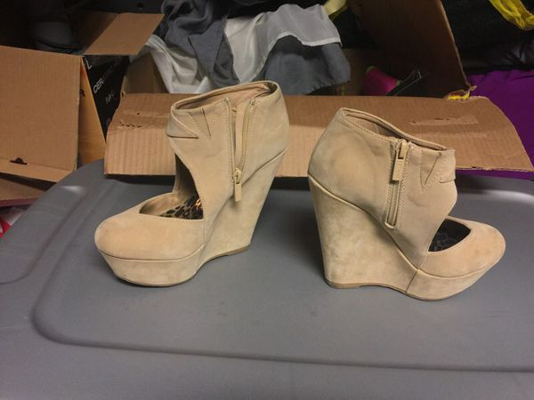 Wedge Heels Sz: 6 1/2