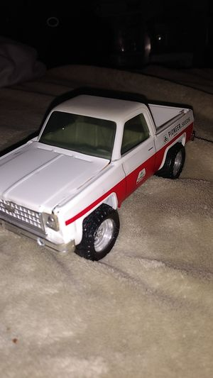 ERTL 80's CHEVY PICKUP W/PIONEER SEEDS ADVERTISING. for Sale in Lincoln, NE