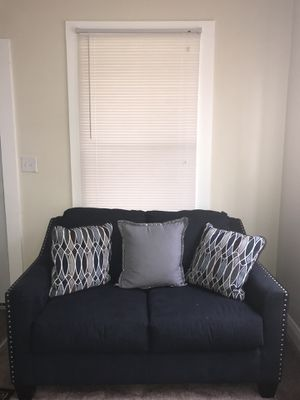 Loveseat and chair for Sale in Indian Lake Estates, FL