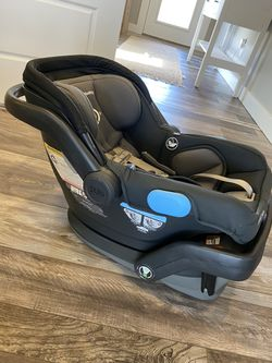 Uppababy Mesa Car seat  for Sale in Gig Harbor, WA
