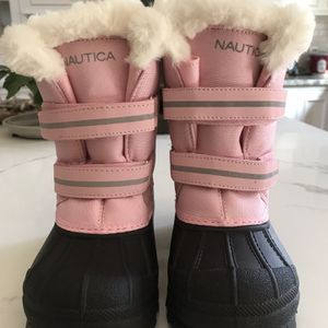 New Nautica Girls Pink With Fur Boots Size 12 for Sale in Glendale Heights, IL