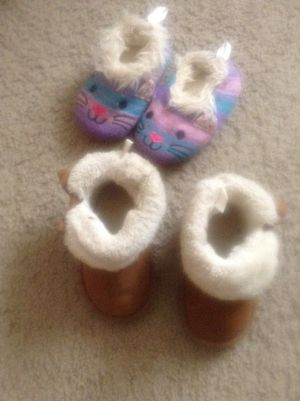 Winter boots and slippers girl for Sale in Buffalo, NY