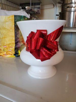 Plastic vase for Sale in Rancho Dominguez, CA