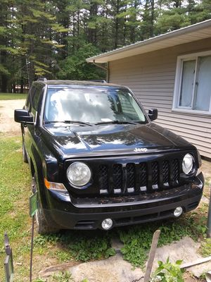 Jeep for sale vary clean inside and out new paint and brakes needs transmiss. 2000 or best reasonable offer or maybe trade what do you have? for Sale in West Branch, MI