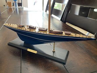 Nautical theme racing race yatch Endeavour model sailboat missing sail for Sale in Phoenix,  AZ