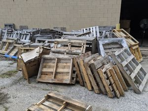 Free pallets. Shipping crates for Sale in Orland Park, IL