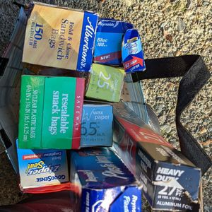 Pending Pick Up, Bag Of Plastic Lunch Bags, Wrap, Foil for Sale in Puyallup, WA