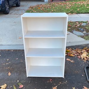 Free Book Shelf for Sale in Los Angeles, CA