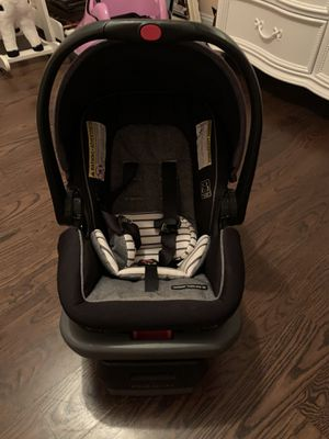 Infant car seat & base for Sale in Wilmington, NC