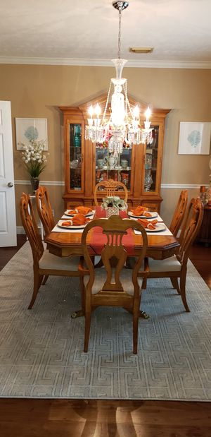 Table/China Hutch for Sale in Houston, TX