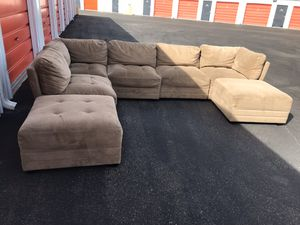 Comfortable sectional couch 7 pieces with ottoman living room for Sale in Phoenix, AZ