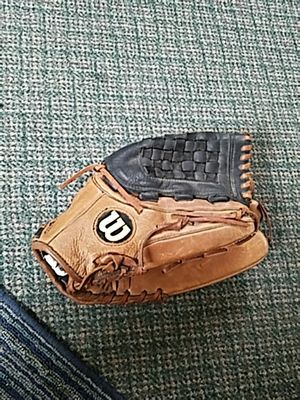 Men's Wilson softball glove for Sale in Cleveland, OH