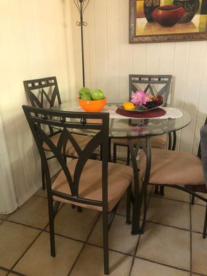 4 seat glass table, Perfect condition for Sale in Hialeah, FL