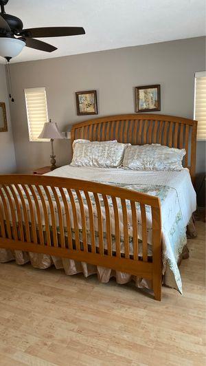 King bedroom 7 piece set for Sale in Sarasota, FL