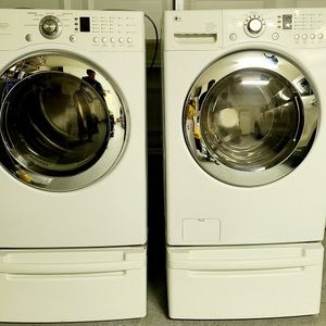 LG WASHER AND DRYER (GAS) SET for Sale in Sacramento, CA