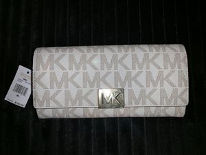 BRAND NEW Michael Kors Wallet for Sale in Miami, FL