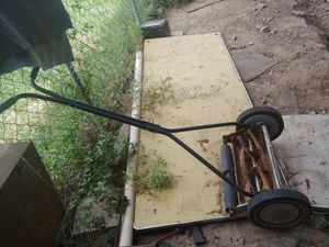 Antique. Push lawn mower for Sale in Weslaco, TX