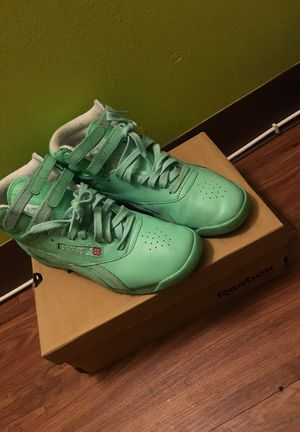 Classic Reebok's size 7 women for Sale in Baltimore, MD