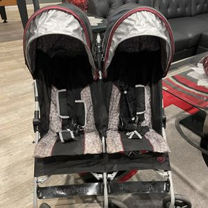 Jeep Scout Double Stroller, Lunar Burgundy for Sale in Framingham, MA