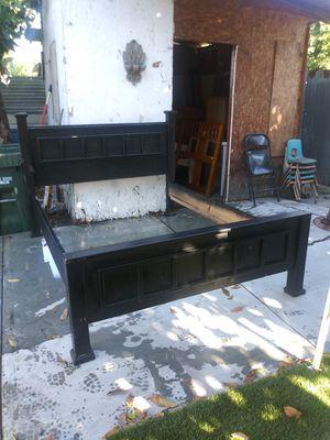 Cama Queen Size de madera excelentes condiciones for Sale in East Compton, CA