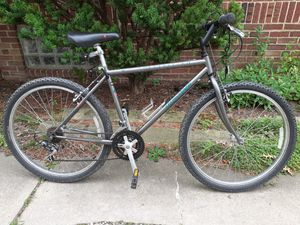 """Specialized Hardrock, 18 speed, 18"""" frame medium, mountain bike for Sale in Cleveland, OH"""