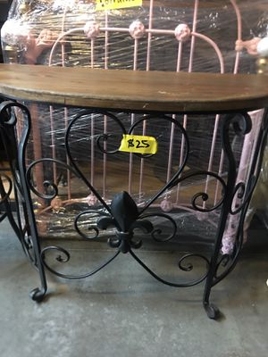 Small half Table for Sale in Hacienda Heights, CA