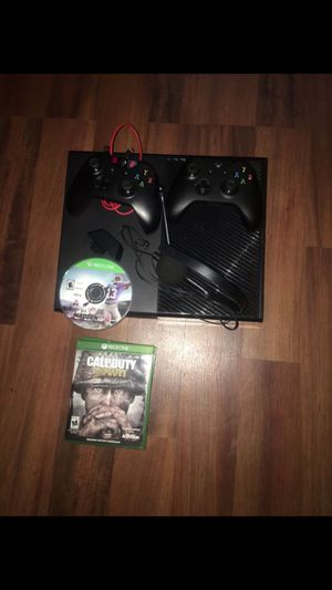 Xbox one with 2 Controllers /headset battery backup 8 $60+ games for Sale in Chicago, IL