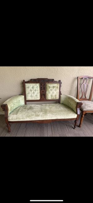 Vintage couch for Sale in Lake Wales, FL