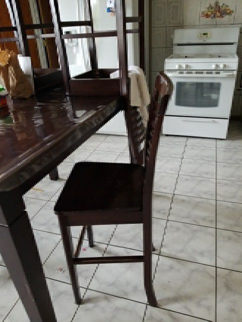 Dinning table 3 chairs $20.00