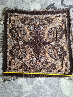 "Vintage Russian Floral Wool Scarf/Shawl/Wrap - Fringe/Tassels 45"" x 45"". for Sale in Fort Lee, NJ"