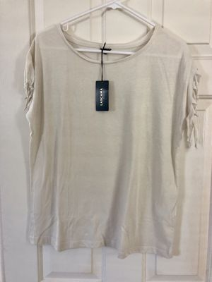 Cute top with fringe detail sleeves, size M for Sale in Rancho Cucamonga, CA