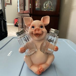 Pig - Humorous salt and pepper shakers for Sale in Yucaipa, CA