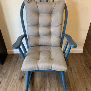 Rocking Chair with Removable Cushion for Sale in Lynnwood, WA