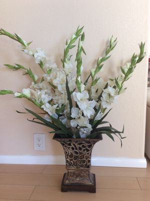 Artificial plant and flowers with vase / Florero for Sale in Newport Beach, CA